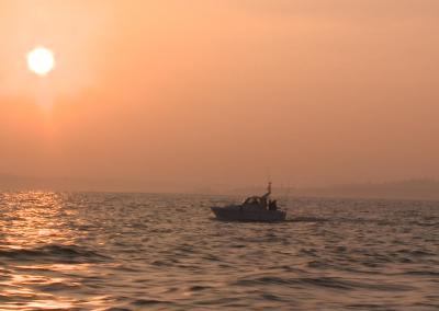 Promo reportaje embarcación fondeada en Fuenterrabía